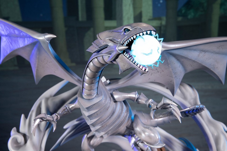 Yu-Gi-Oh: Dragão Branco de Olhos Azuis ganha linda estatueta; veja imagens