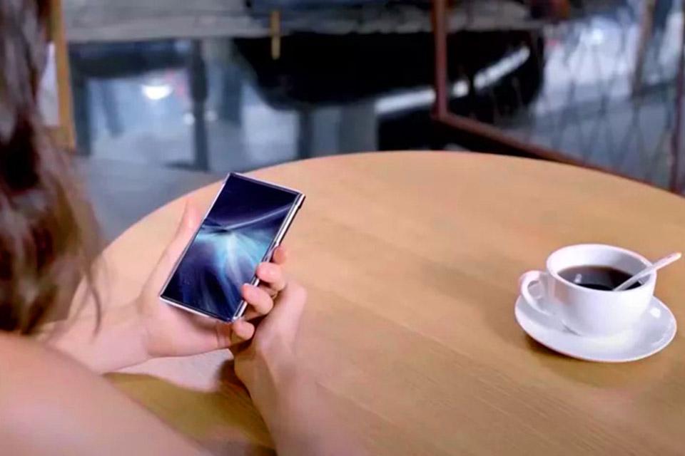TCL mostra novo celular de 6,7'' com tela rolável na CES 2021
