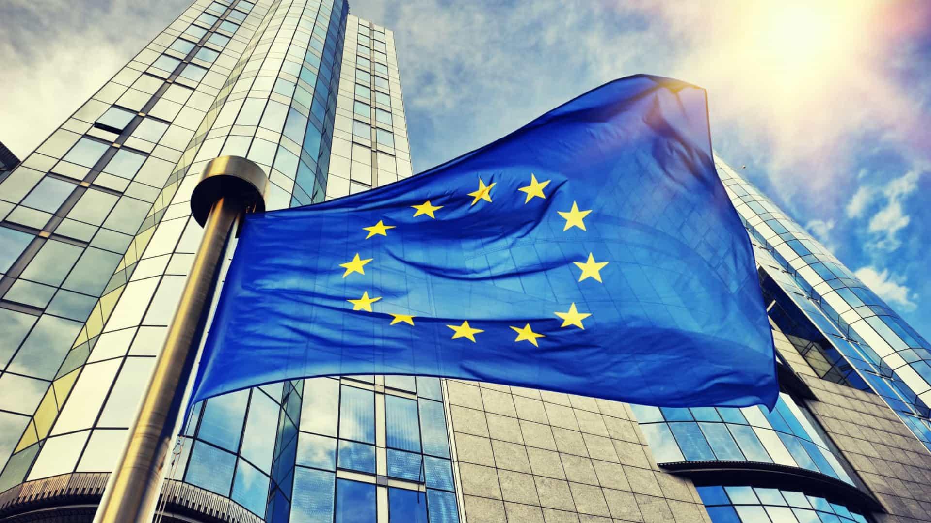 União Europeia endureceu regras ambientais – e montadoras têm de se adaptar.