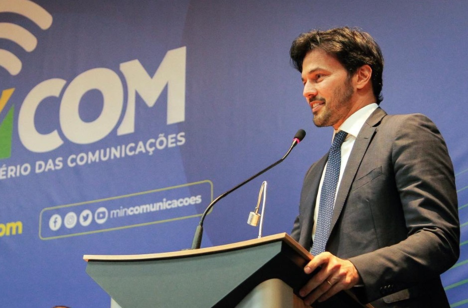 Ministro promete rádio FM em todos os celulares feitos no Brasil