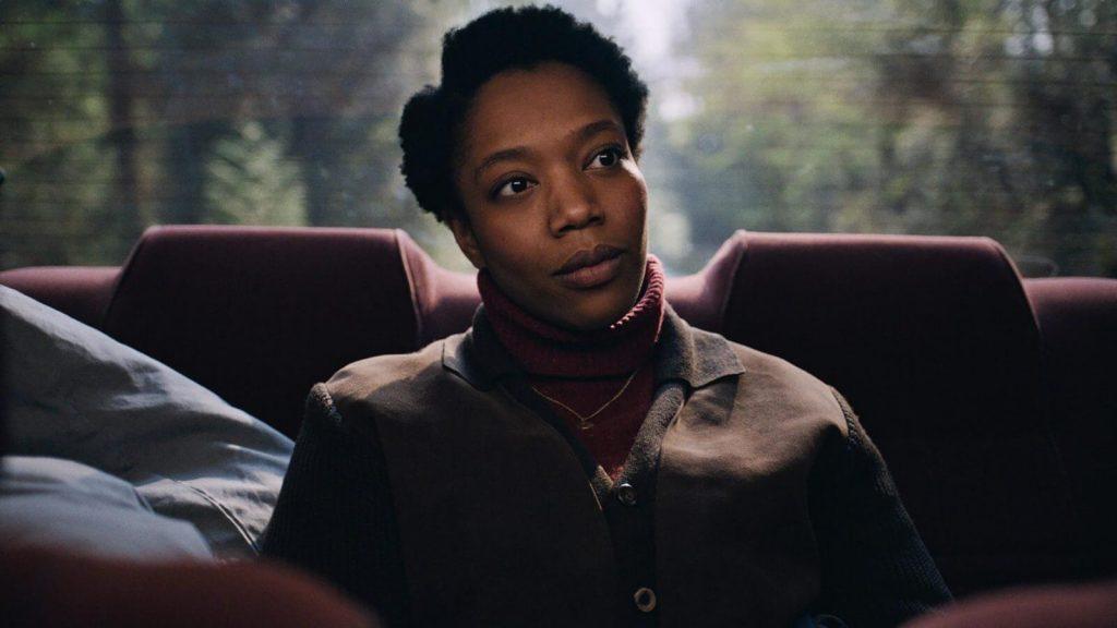 Naomi Ackie no papel de Bonnie, em The End of the F***ing World. (Fonte: Netflix/Reprodução)