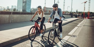 As e-bikes se tornaram uma alternativa de transporte limpo nas cidades europeias.