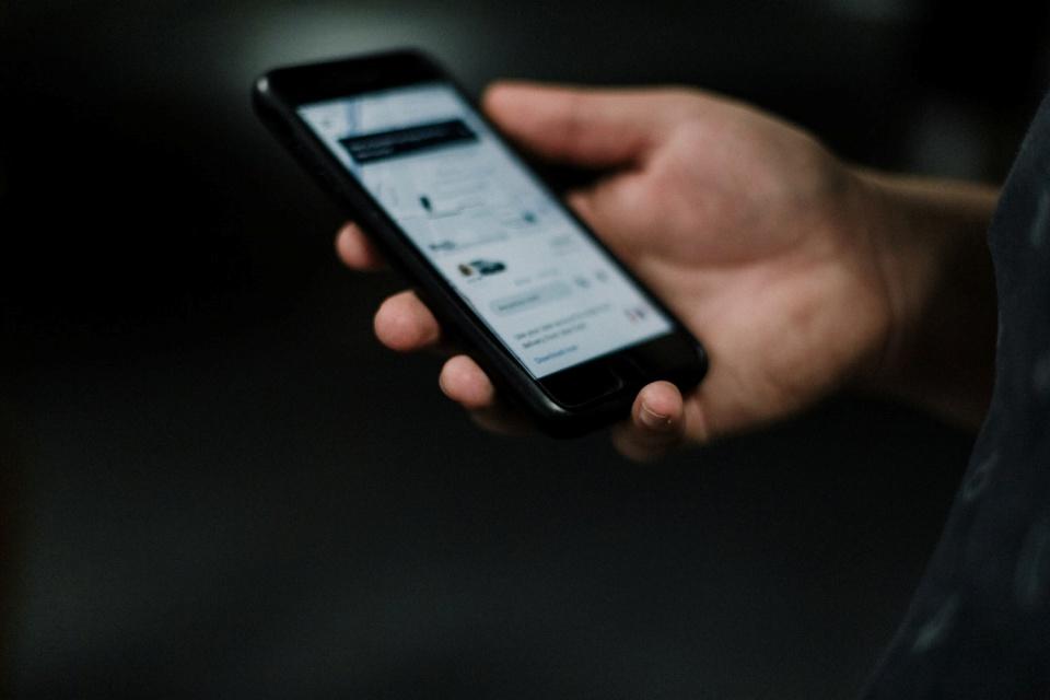Uber lança plano de celular pré-pago para motoristas e parceiros
