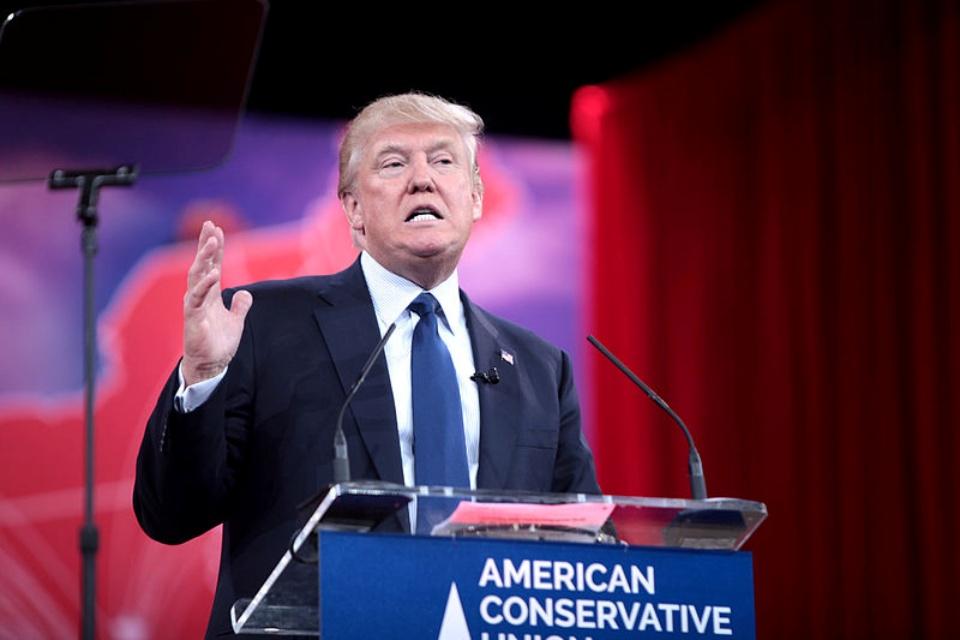 Conselho de Supervisão analisará suspensão de Trump no Facebook