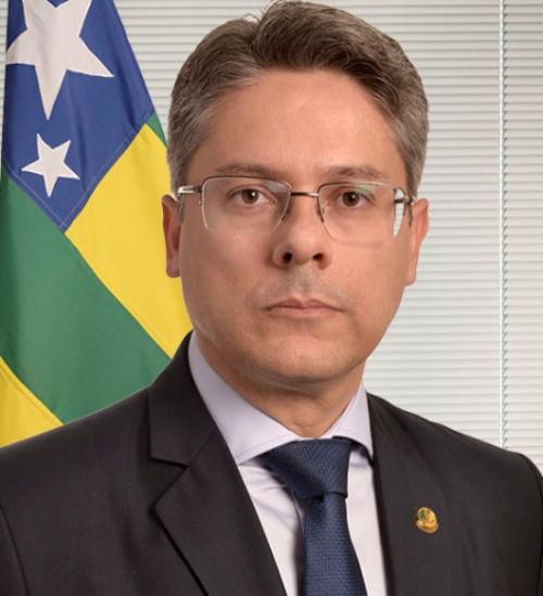 Segundo Alessandro Vieira, a volta do auxílio impulsionaria a economia do Brasil.