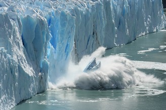 The reduction of polar ice caps occurred due to a higher incidence of solar radiation, but the concentration of gases accelerated heating.