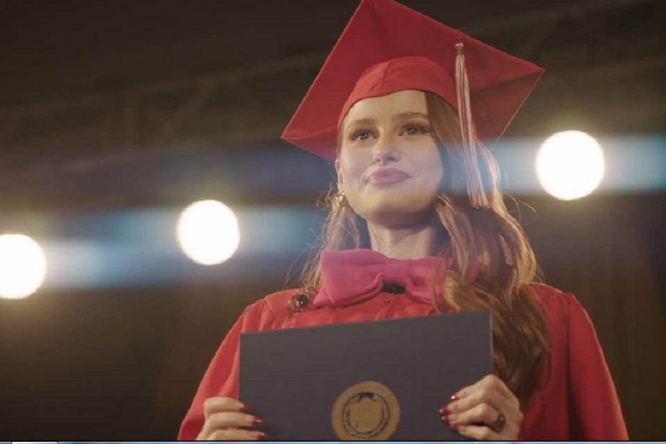 Riverdale 5x3: muitas emoções tomam a formatura de Riverdale High (Recap)