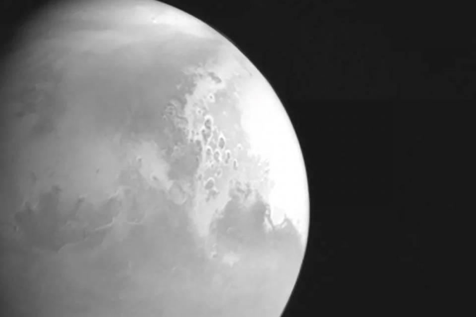 Missão chinesa Tianwen-1 divulga primeira foto de Marte