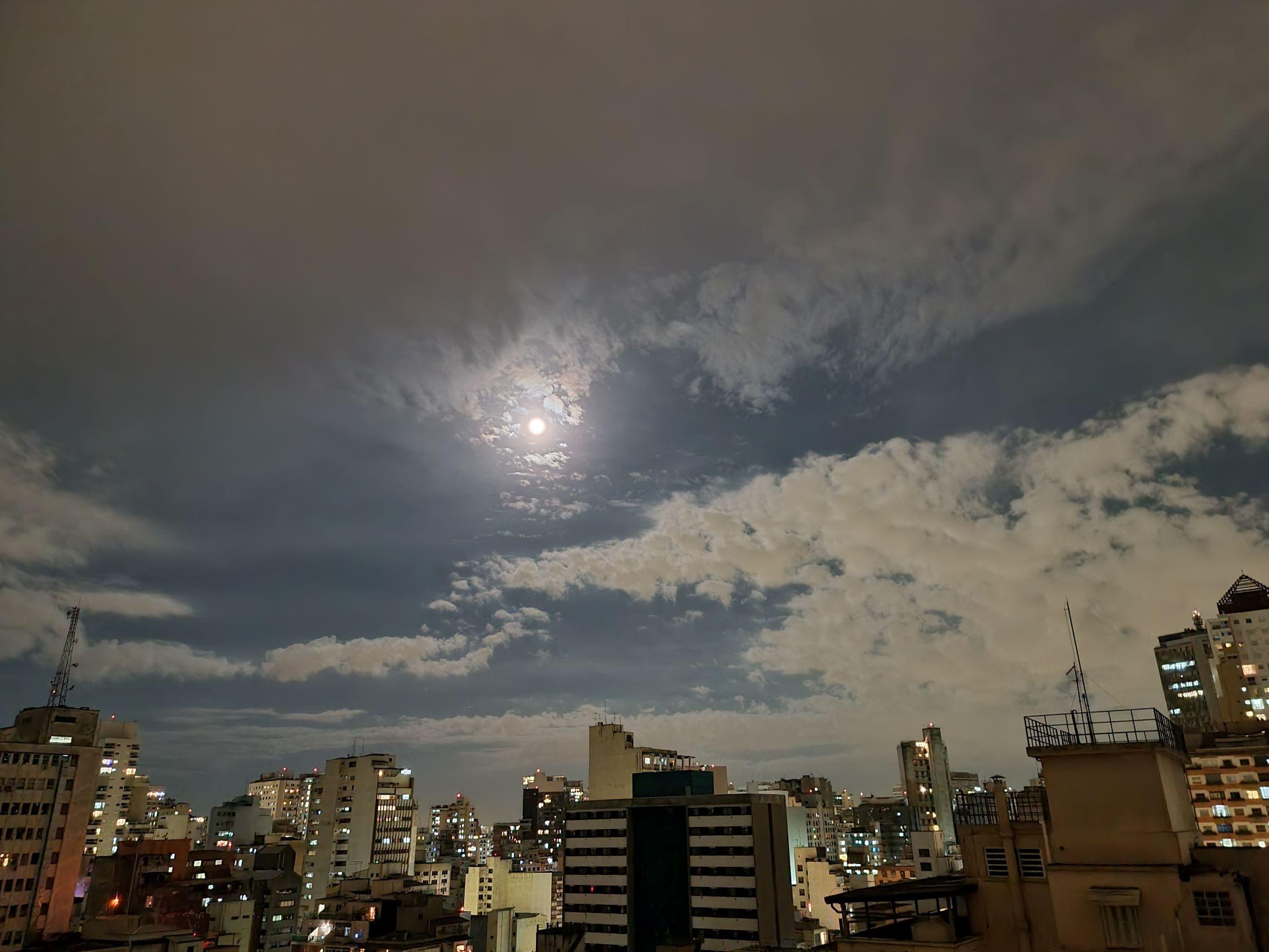 Moon Galaxy S21 Ultra