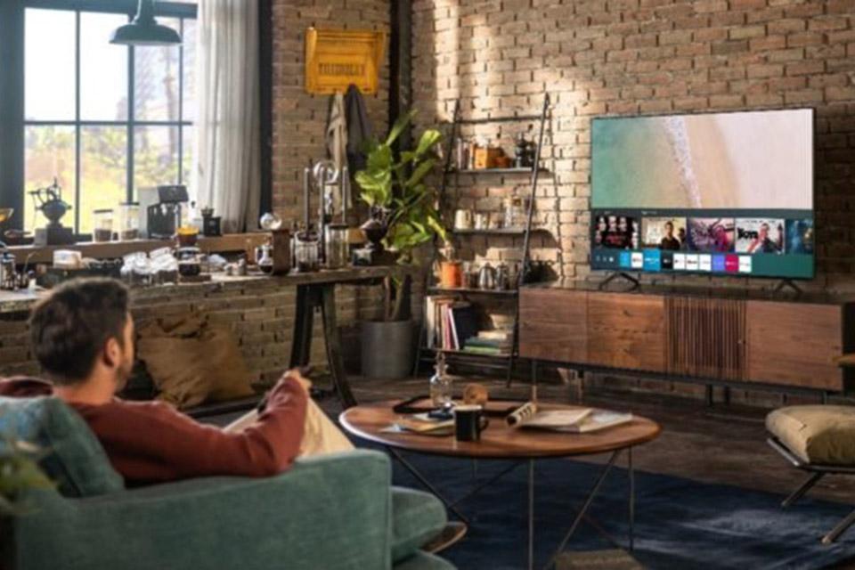 Samsung mantém produção de LCD e lança TV QD-LED em 2022