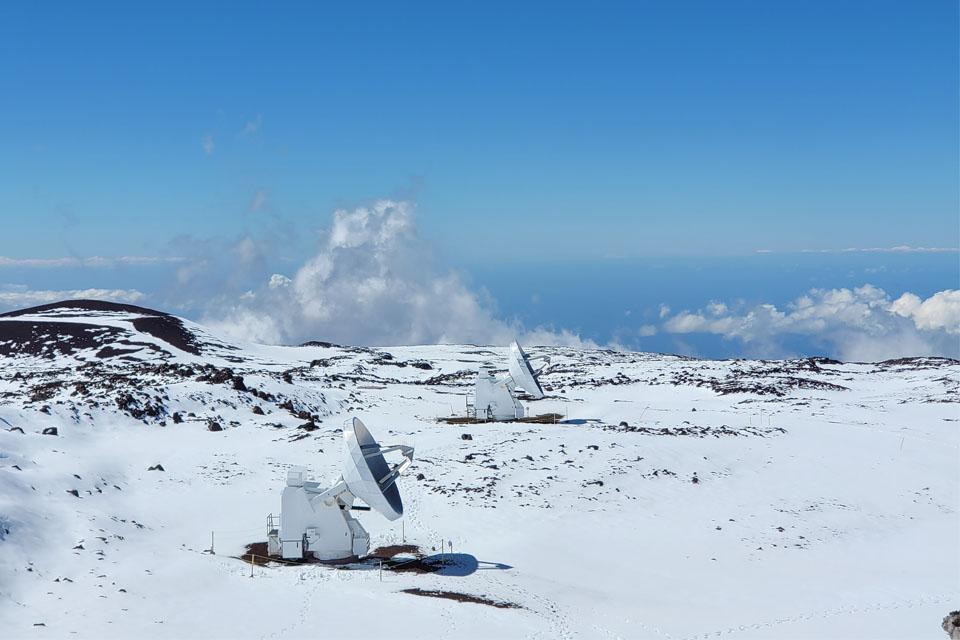 Vulcões do Havaí são tomados pela neve; veja imagens de satélite