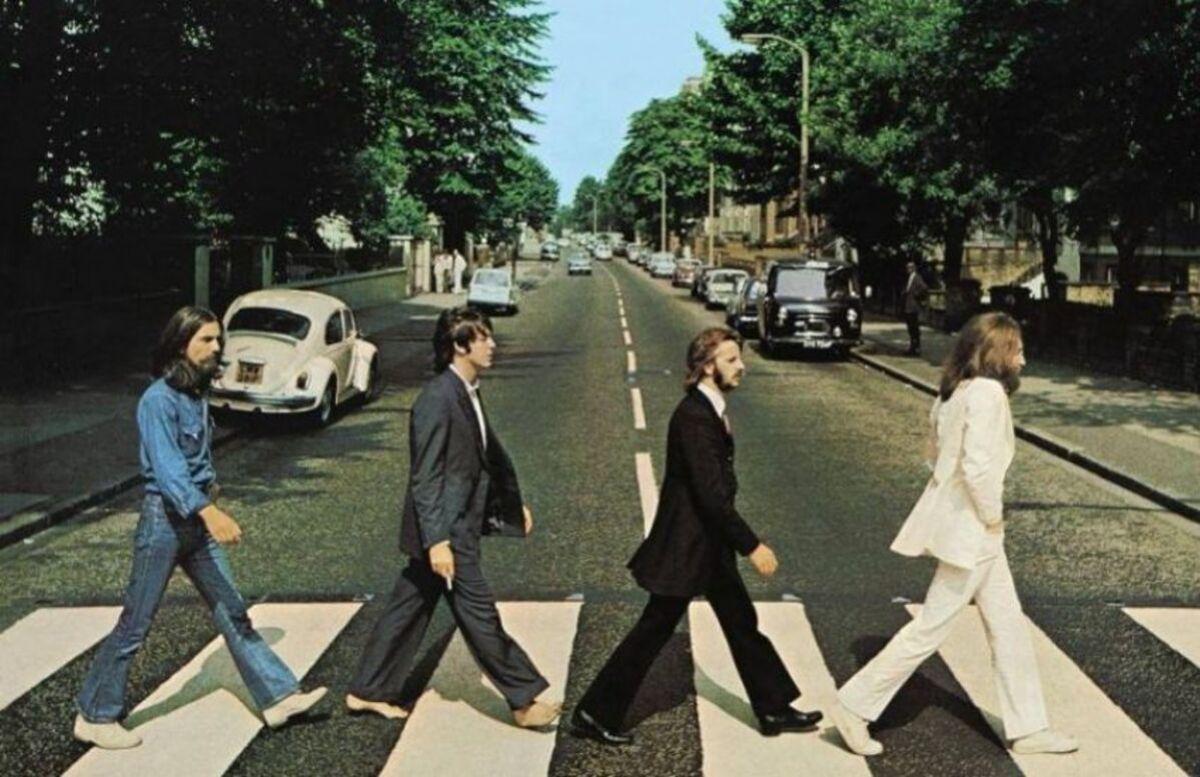 Policiais tentam derrubar lives do Instagram com música dos Beatles