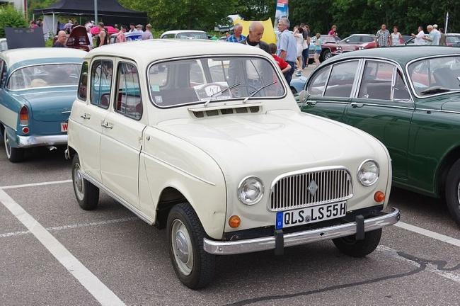 Versão clássica do Renault 4L, que começou a ser produzida em 1961.