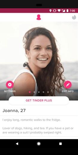 Interface do Tinder mostrando um perfil feminino