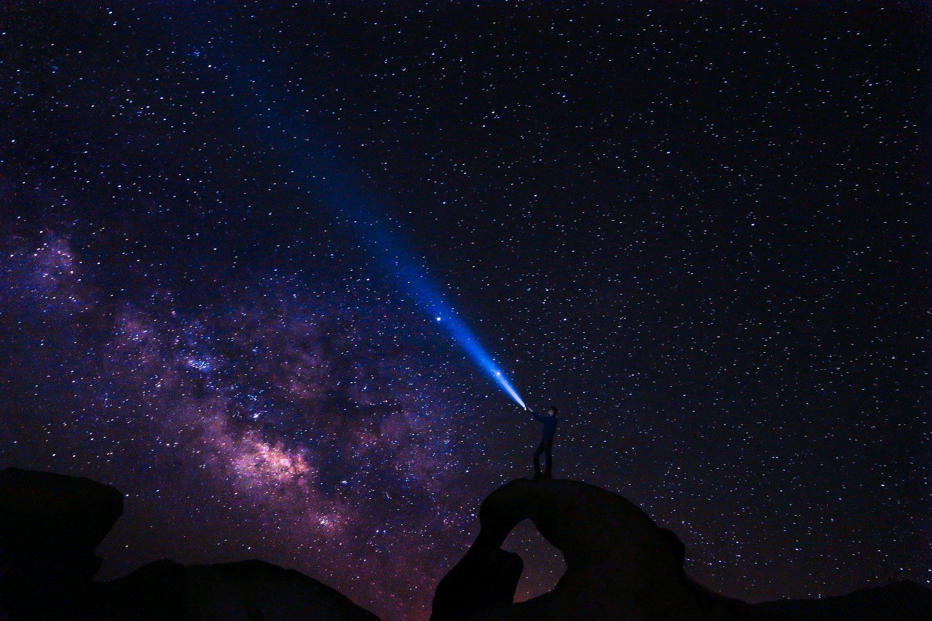 Universo se expandiu em fração de microssegundo.