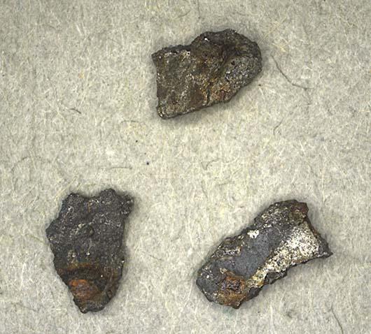 Pequenos fragmentos da rocha espacial