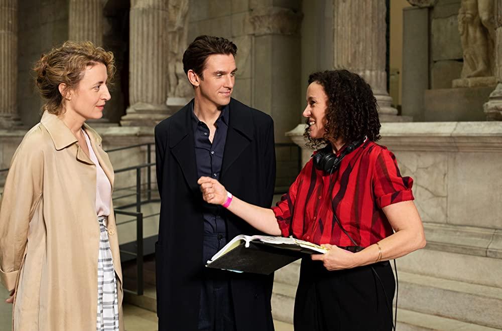 Os atores Maren Eggert e Dan Stevens ao lado da diretora Maria Schrader.