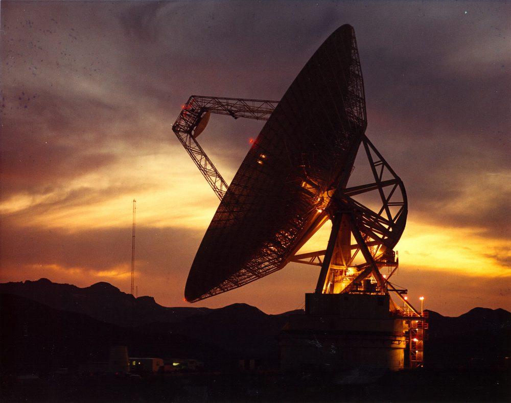 Uma das antenas do Observatório Goldstone, que vai acompanhar o Apophis em sua passagem pela Terra.
