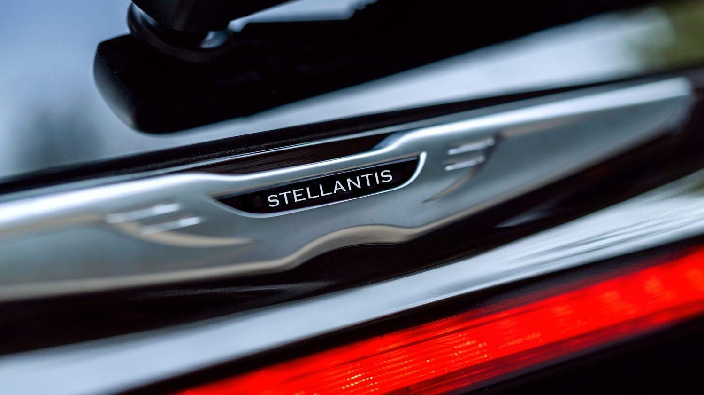Stellantis lançará versões elétricas de todos os seus carros até 2025