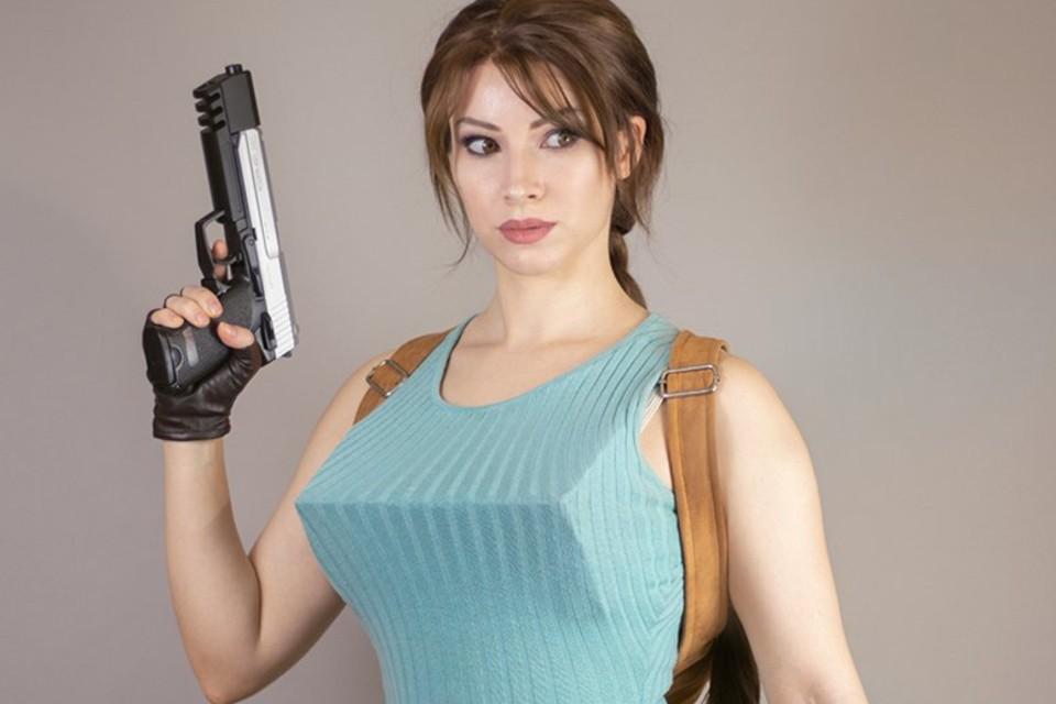Lara Croft está de volta ao visual clássico nesse lindo cosplay