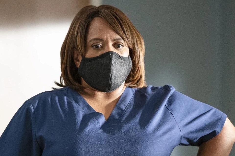 Grey's Anatomy 17x8: Bailey insiste na autópsia de seu amigo (recap)