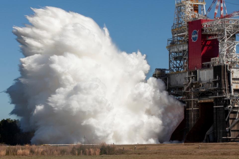 NASA confirma teste bem-sucedido do megafoguete SLS