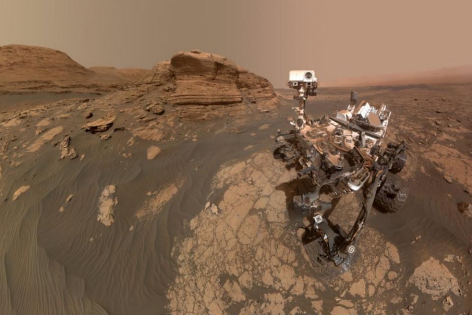 Rover Curiosity tira selfie ao lado do 'Mont Mercou' em Marte