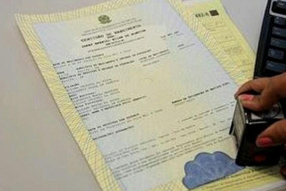 Como tirar certidão de nascimento online?