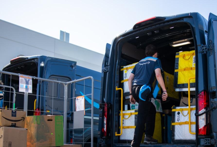 Amazon pede desculpas e admite que motoristas urinam em garrafas