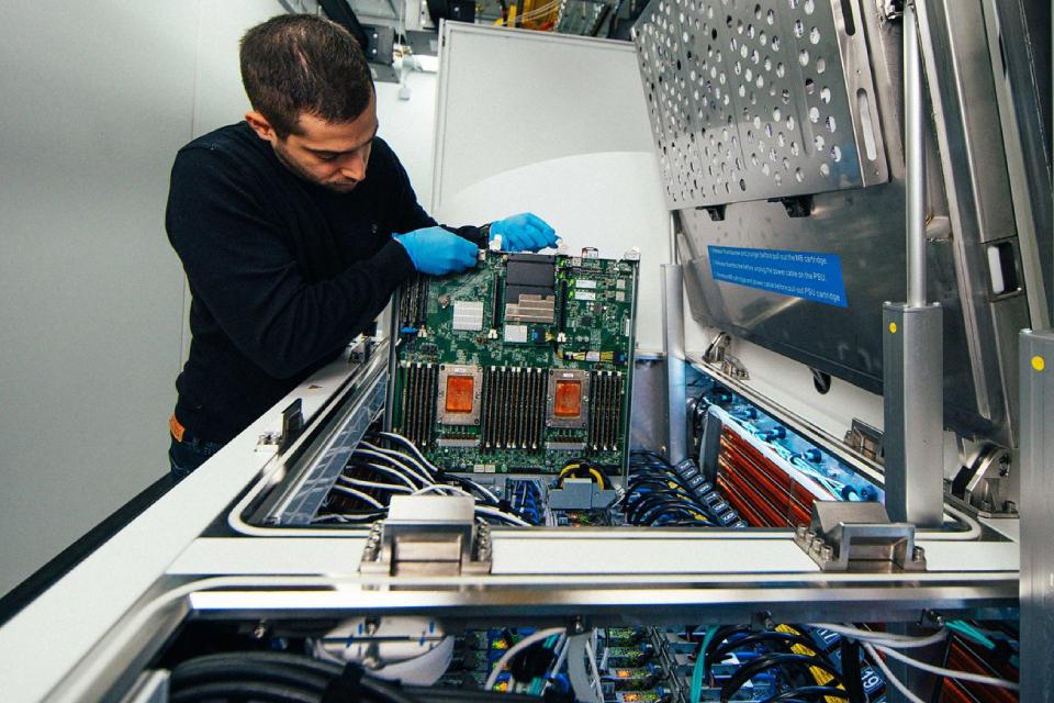 Microsoft testa colocar servidores em 'banheiras de resfriamento'