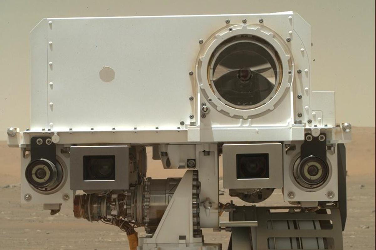 NASA divulga foto estilo 'selfie' tirada pelo Rover Perseverance