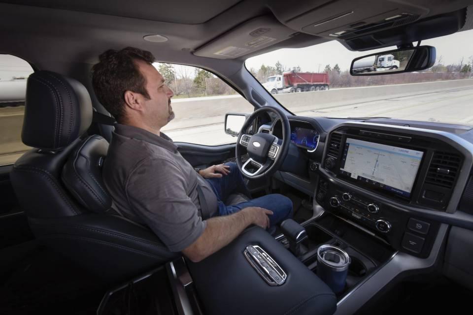 BlueCruise, o Autopilot da Ford permite dirigir sem as mãos