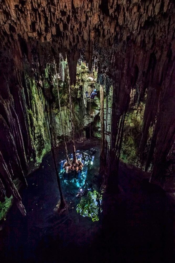 A entrada do cenote seria guardada por um demônio, que afastaria intrusos.