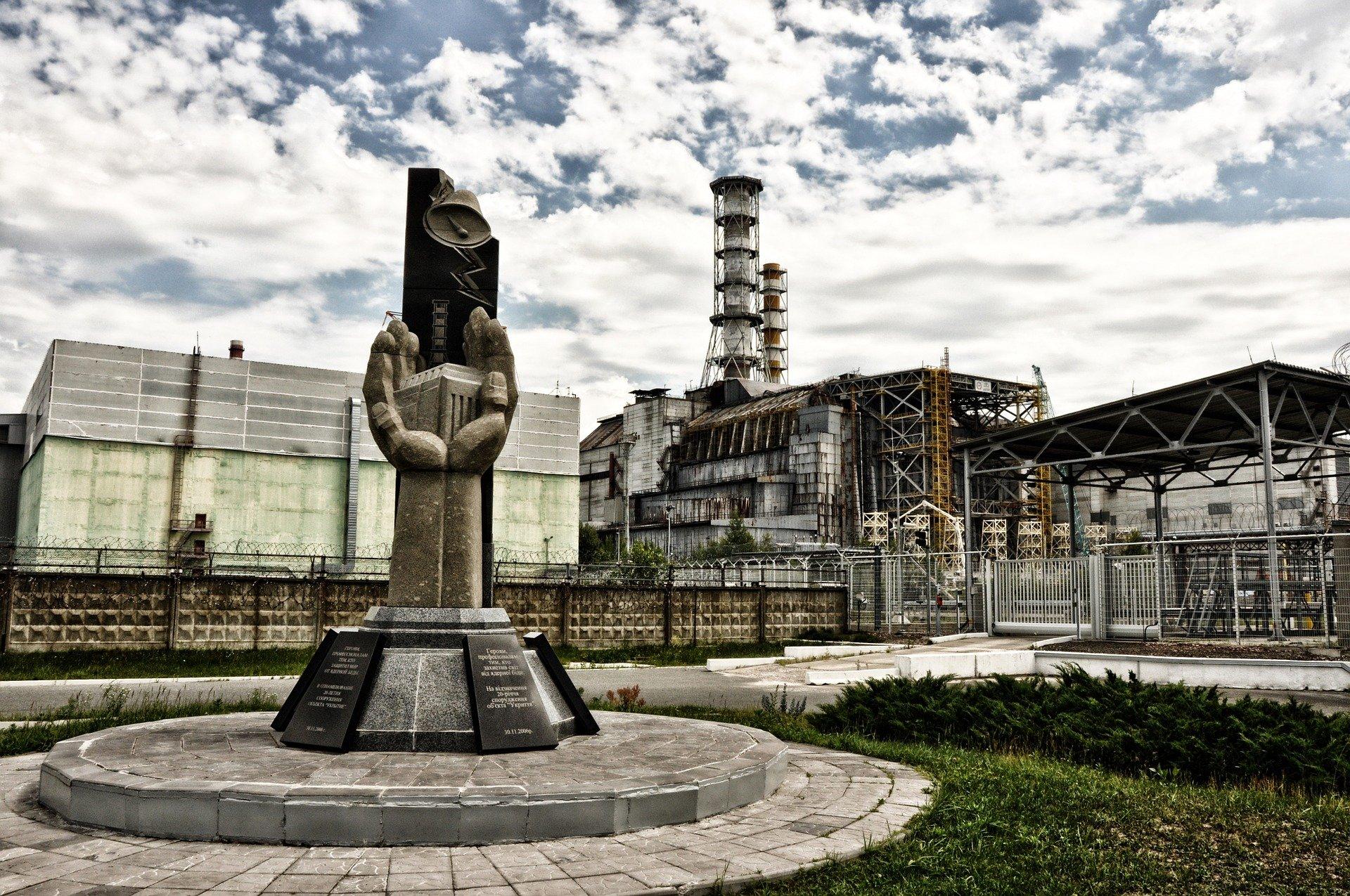 Usina de Chernobyl hoje. Um sarcófago protege a área do reator em que ocorreu o acidente nuclear.