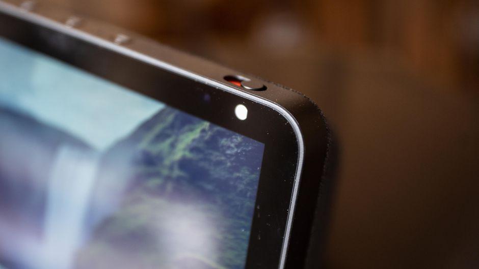 Echo Show traz uma câmera que possibilita chamadas de vídeos.