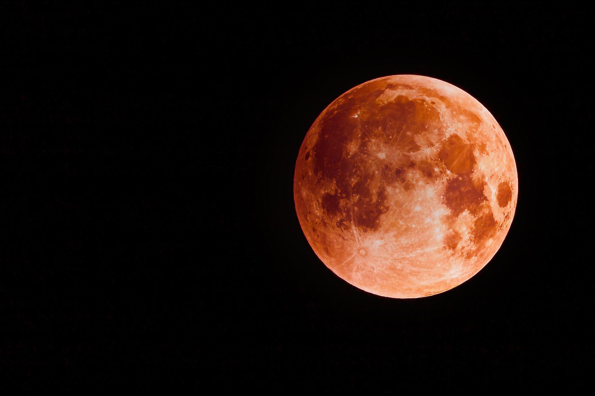 Calendário astronômico de maio: 'superlua de sangue', meteoros e mais!
