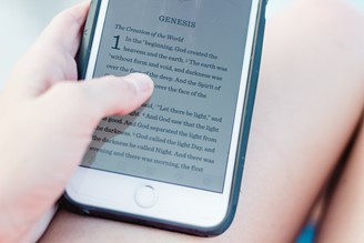 Although dedicated devices provide more comfort, eBooks can also be read on cell phones, tablets and computers.
