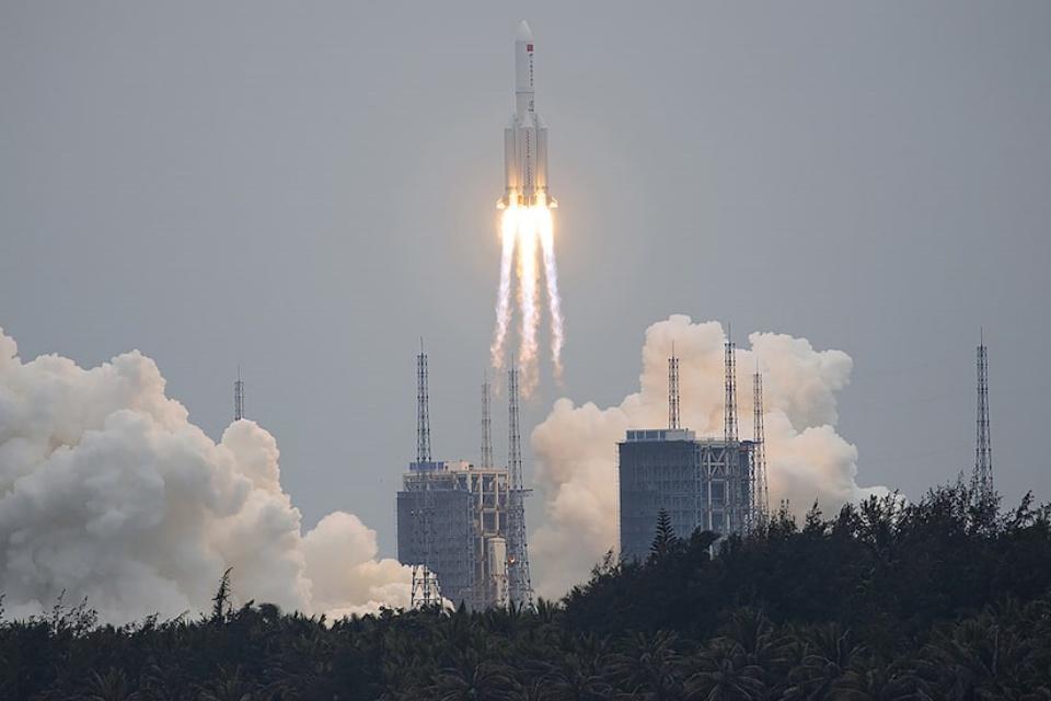 Foguete chinês descontrolado cairá na Terra nos próximos dias