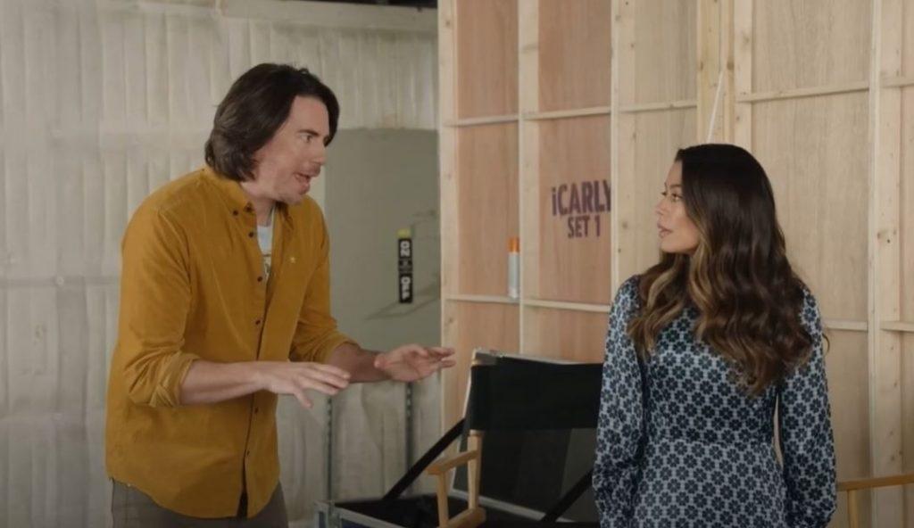 Jerry Trainor e Miranda Cosgrove interpretam, respectivamente, Spencer Shay e Carly Shay. (Paramount+/Reprodução)