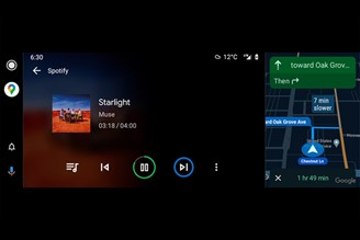 Android Auto allows you to use the split screen on widescreen displays for cars.