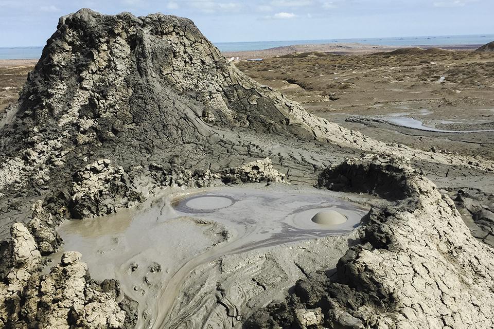 Vulcão gigante de lama de Lokbatan tem detalhes revelados