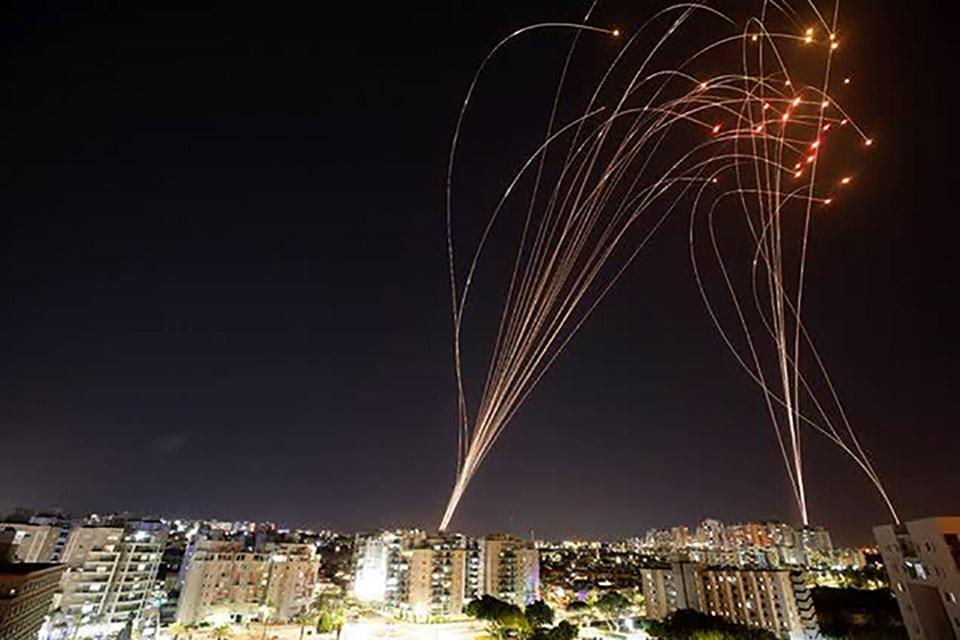 Como a Cúpula de Ferro de Israel intercepta mísseis no ar