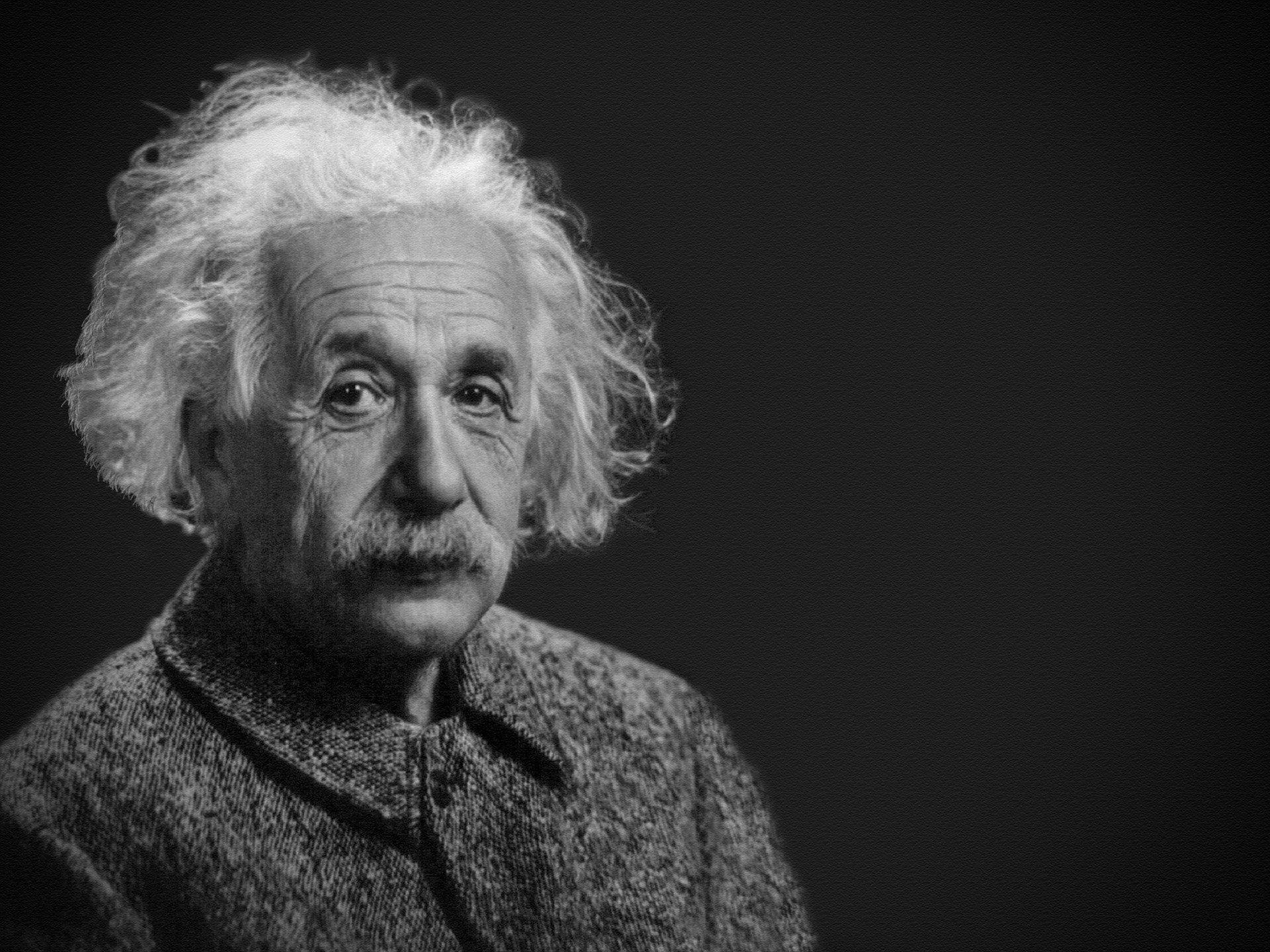 Albert Einstein, físico alemão responsável pela teoria da relatividade geral.