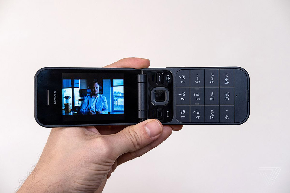 Clássico Nokia 2720 Flip é lançado com Google Assistente nos EUA