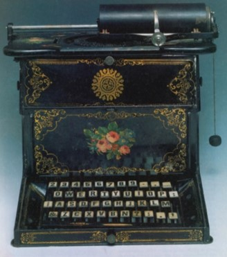 One of the typewriter models that popularized the QWERTY.