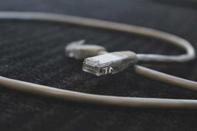 O negócio permitirá a expansão da banda larga por fibra óptica no país.