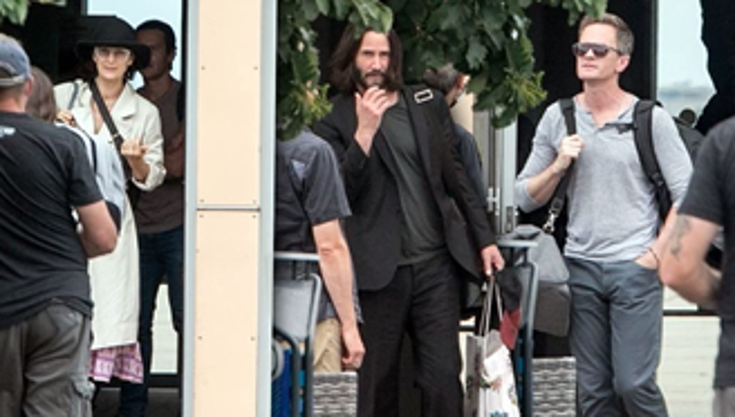 Keanu Reeves e Neil Patrick Harris no set de 'Matrix 4'.