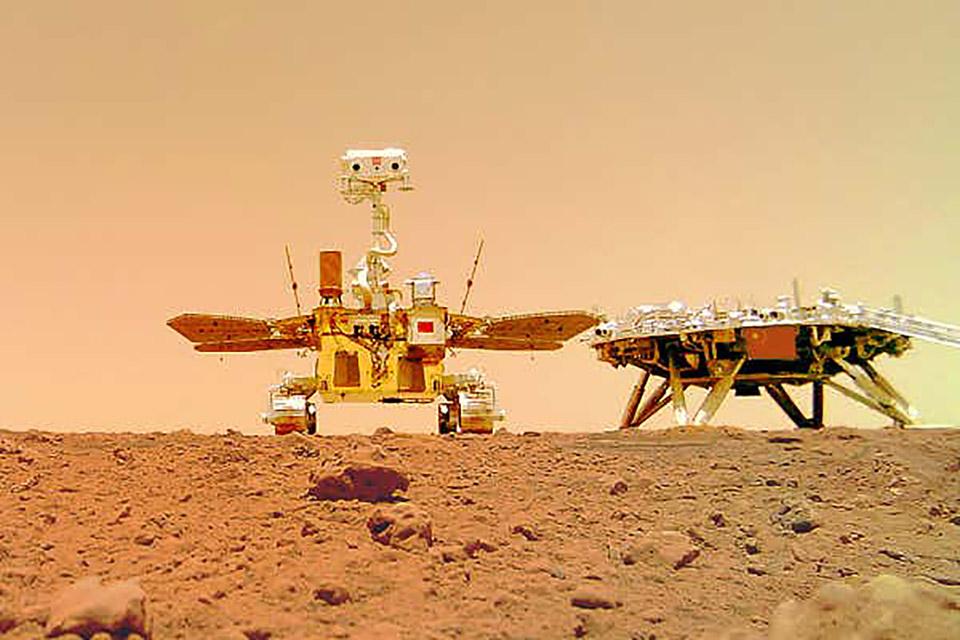 Rover chinês Zhurong manda selfie de Marte com sua plataforma