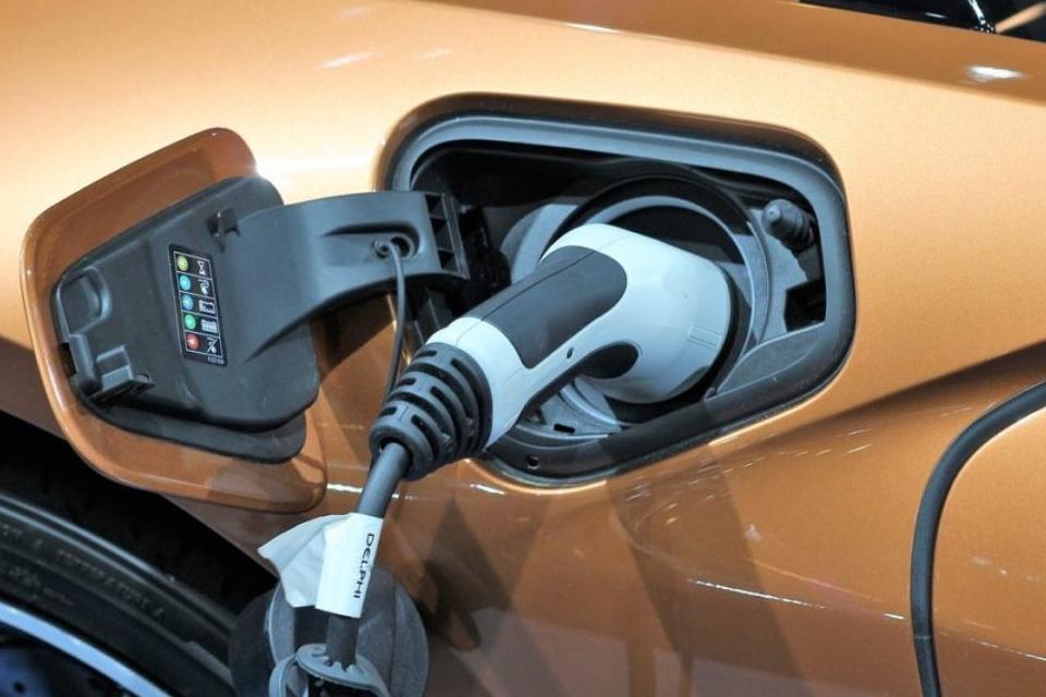 Tecnologia promete carregar bateria de carros elétricos em 10 minutos