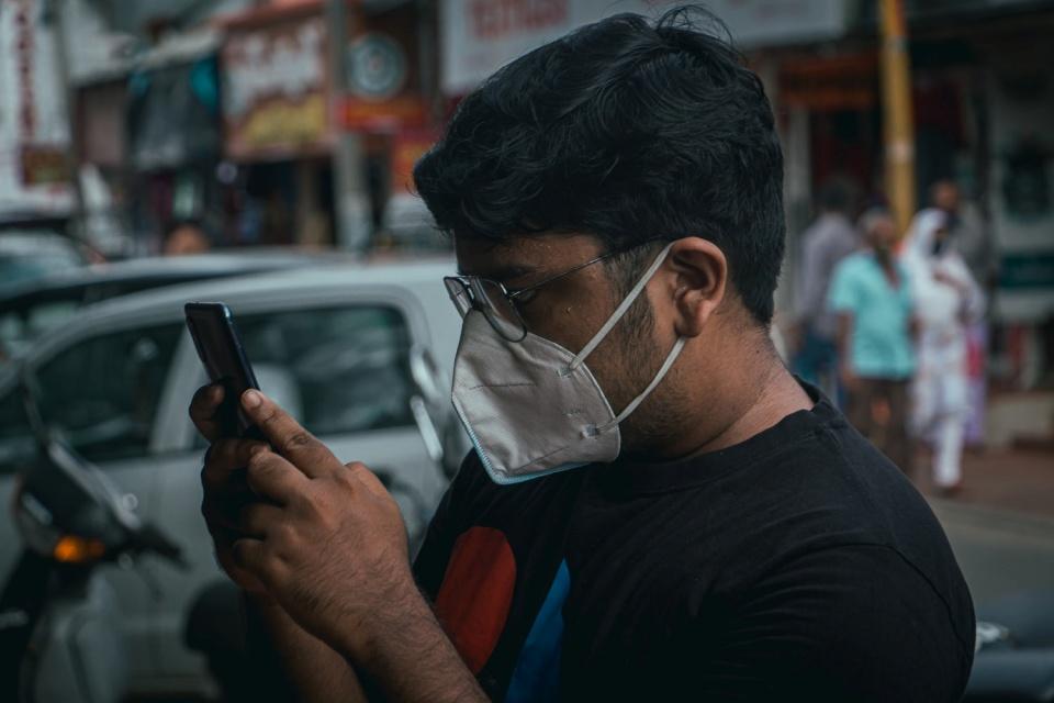 Paquistão vai bloquear sinal do celular de quem recusar vacina da covid